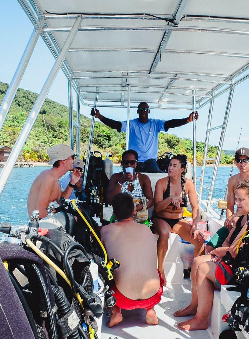 Scuba diving boat in Cayos Cochinos